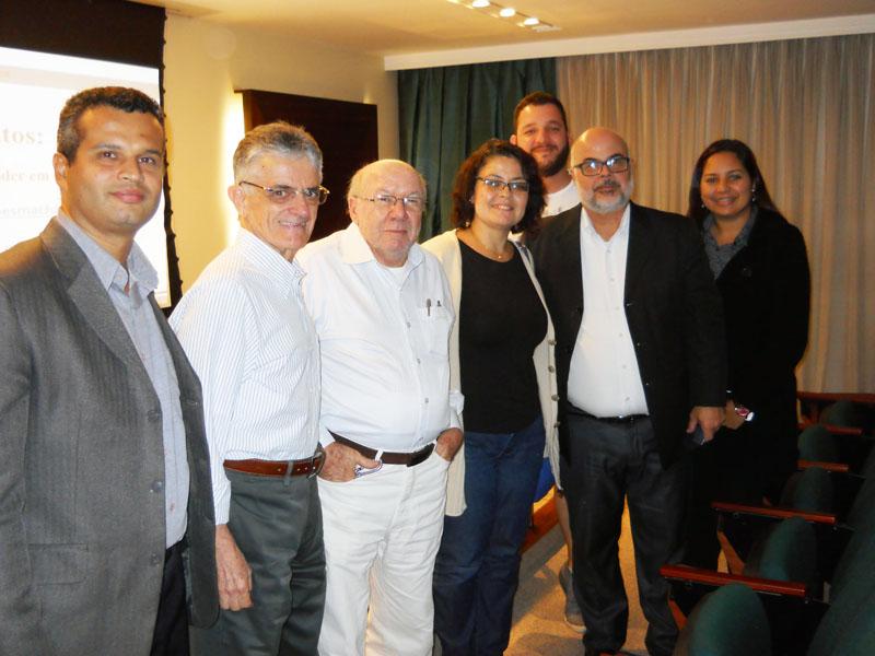 Paulo Araújo confraternizando com alguns participantes do seminário
